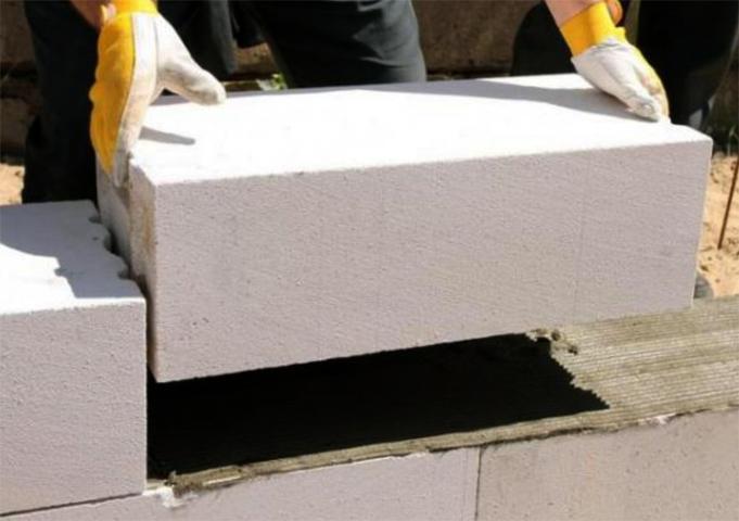 Возведение стены из газобетонных блоков