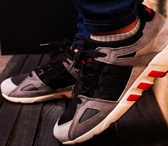 Кроссовки на ногах