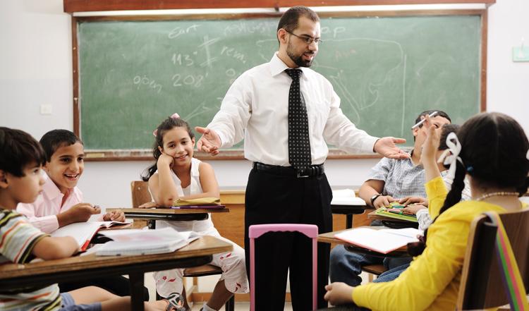 Учитель со студентами