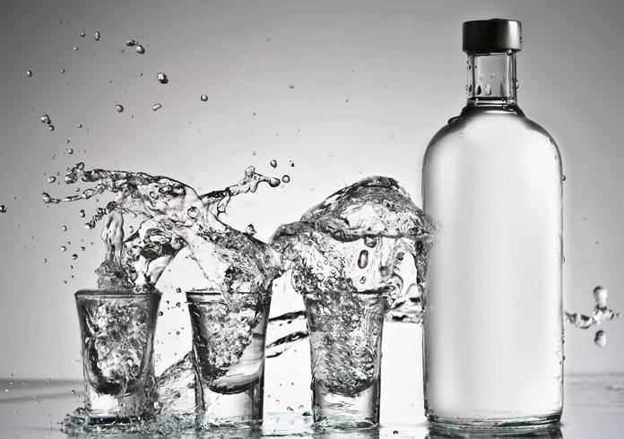 Водка и рюмки