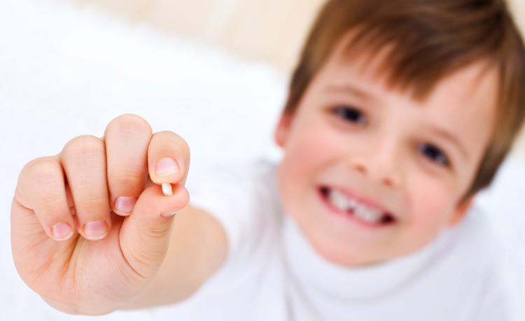 Молочный зуб у мальчика