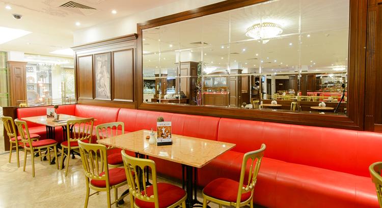 В современном кафе