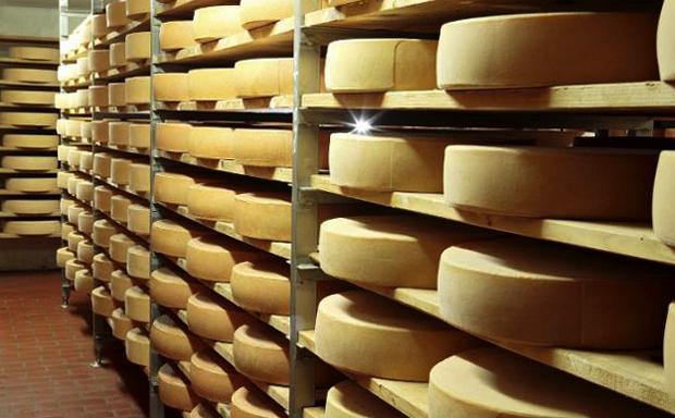 Сыр на полках