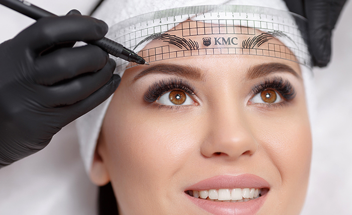 Процесс нанесения перманентного макияжа