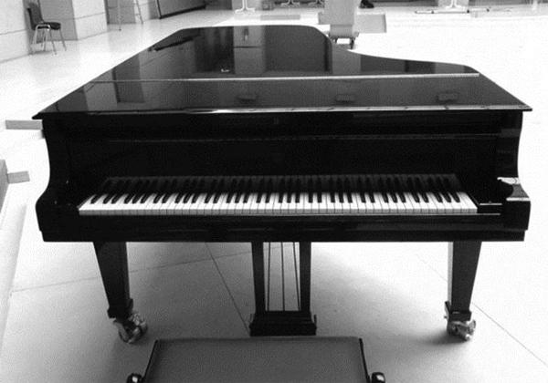 Еще один фортепиано