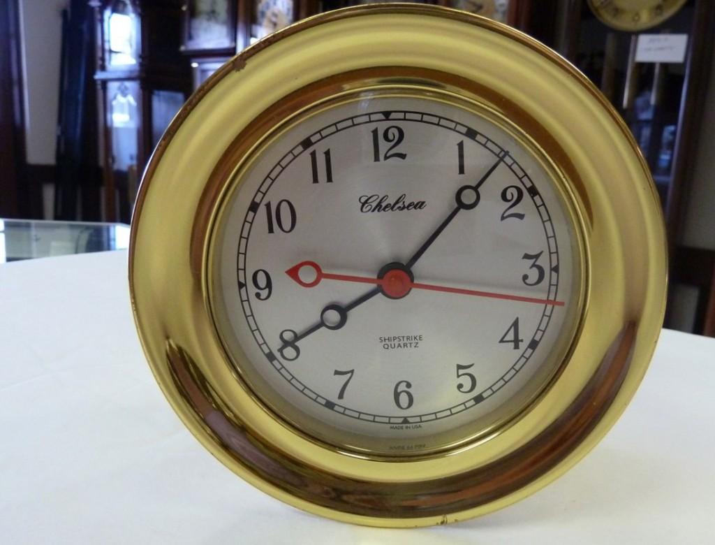 Большие кварцевые часы