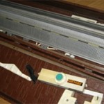 Однофонтурная  и двухфонтурная вязальная машина: чем отличаются и какую выбрать