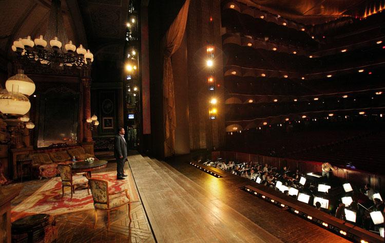 Опера в театре