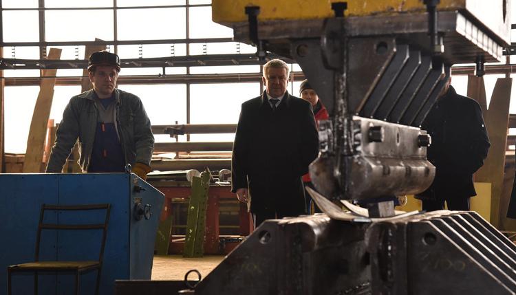 Рабочие завода