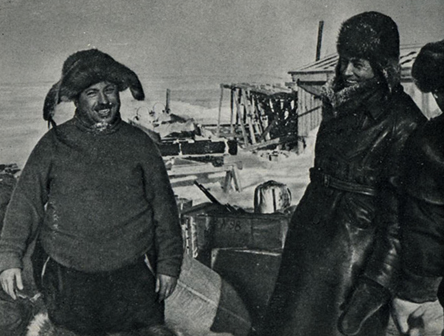Папанин (слева)