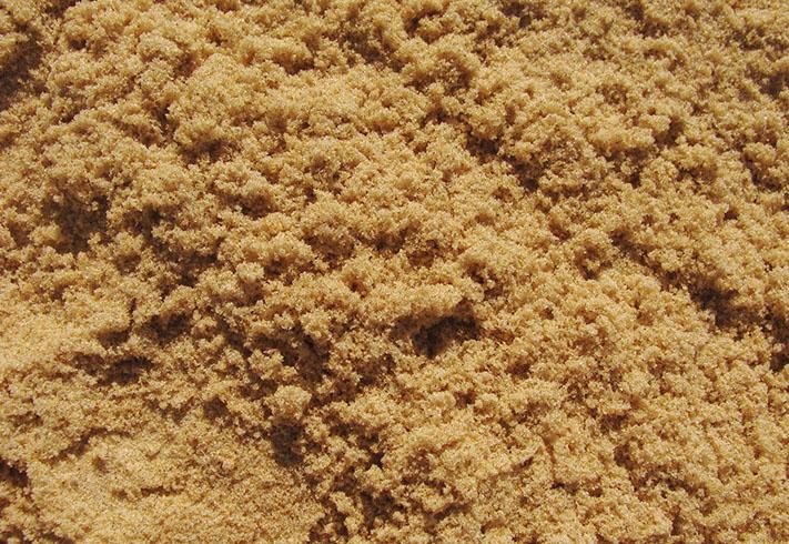 Свежий карьерный песок