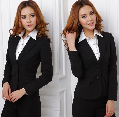 Женщина в деловом костюме
