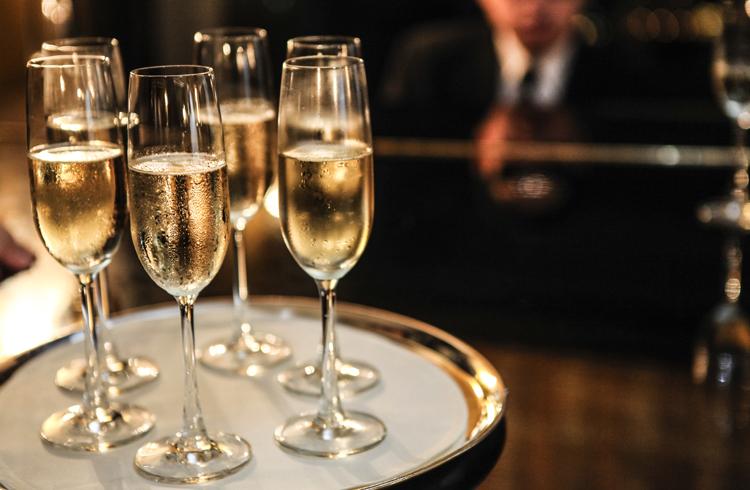 Фужеры с шампанским