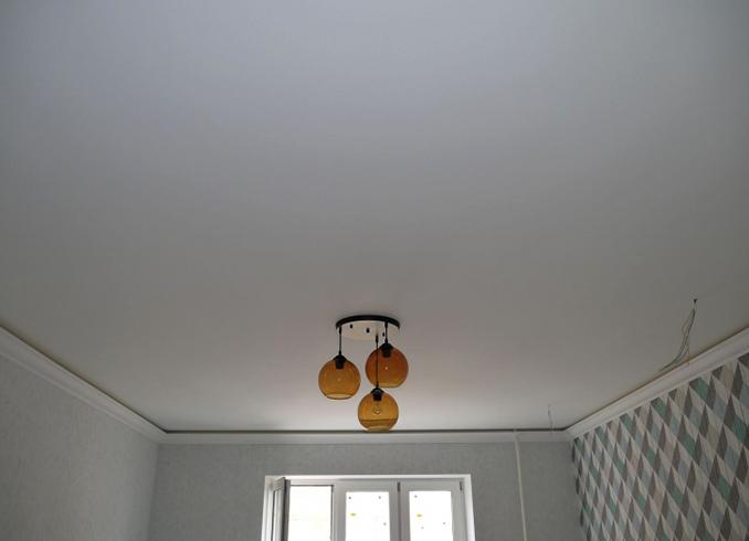 Как выглядит матовый потолок