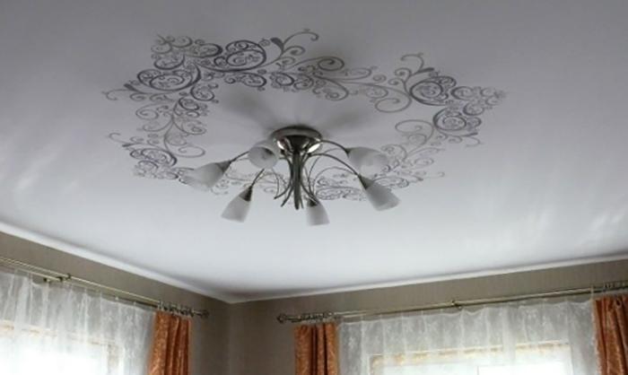 Как выглядят тканевые потолки
