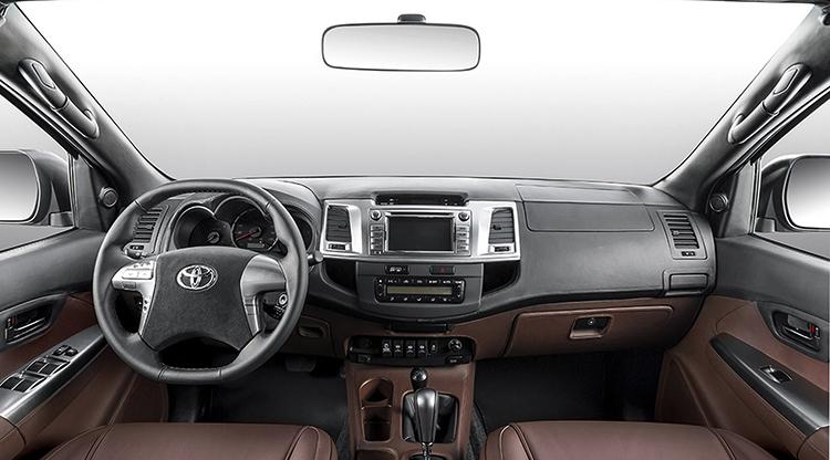 Салон Toyota Hilux