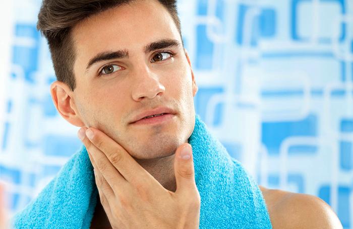 Мужчина после бритья