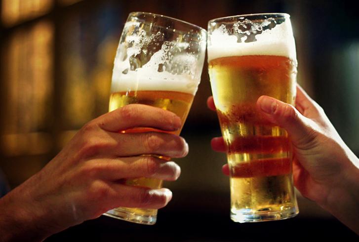 2 стакана с пивом