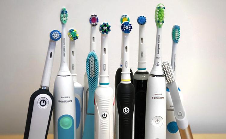 Много электрических зубных счеток