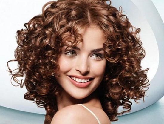 Женщина с карвингом волос