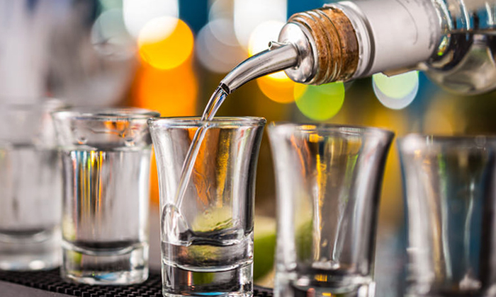 Наливание водки