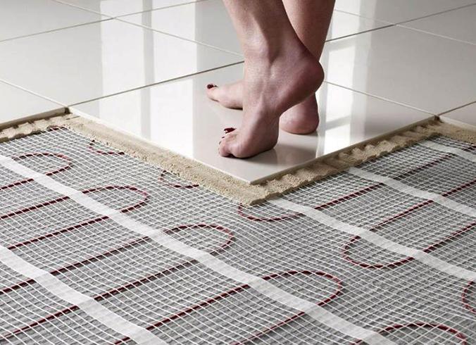 Ходьба по электрическому теплому полу