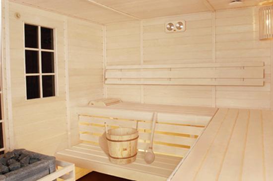 Внутри бани из осины