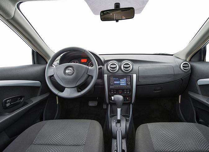 Салон Nissan Almera