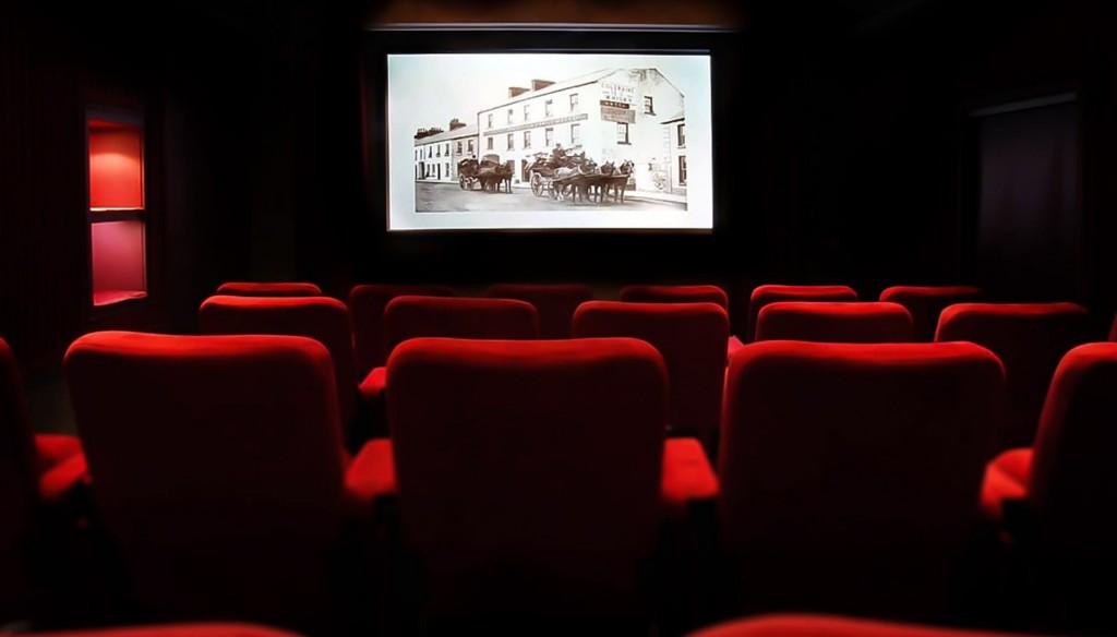 Кино в кинотеатре