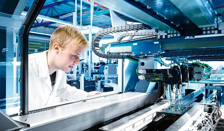 Техник на производстве
