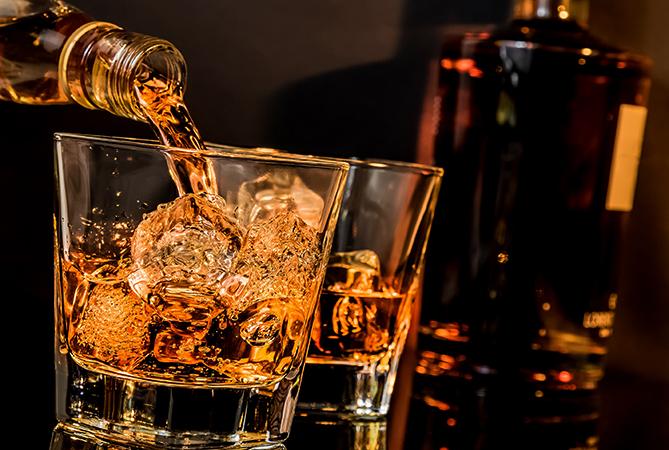 Налитие виски