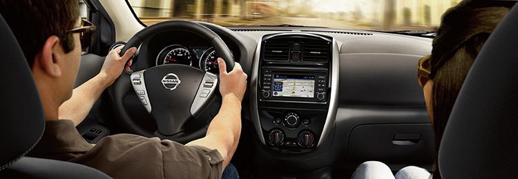 Внутри автомобиля Nissan