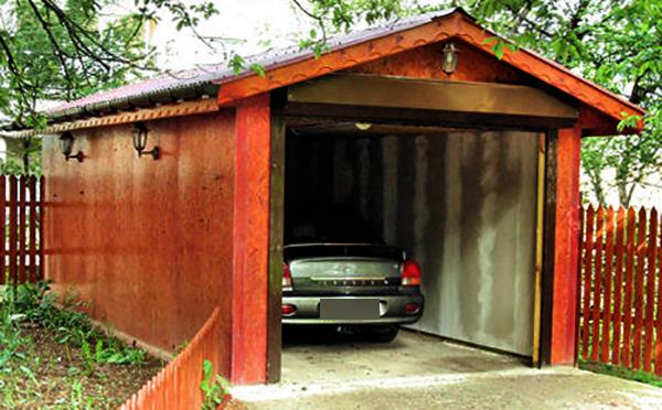Небольшой отдельный гараж