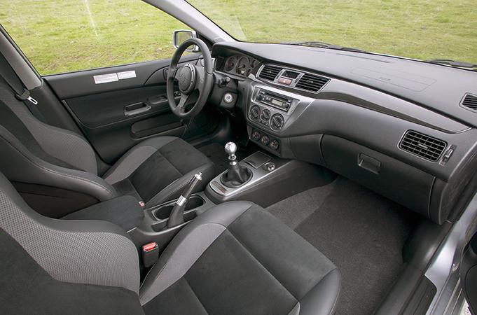 Салон Mitsubishi Lancer 9