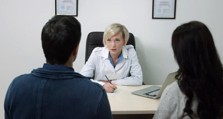Репродуктолог с клиентами