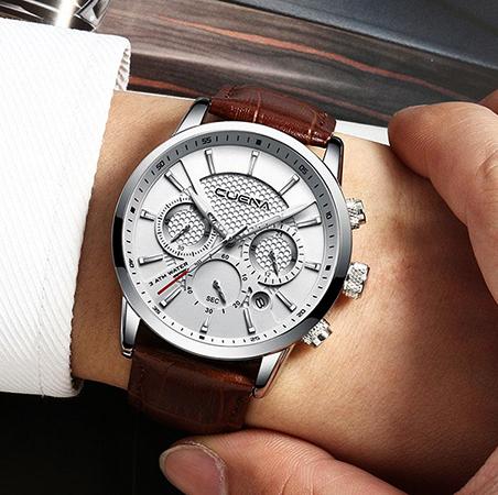 Часы Watch на руке