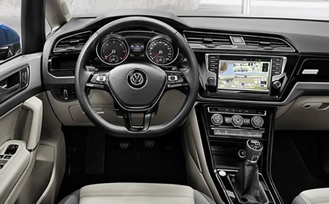 Интерьер Volkswagen Touran
