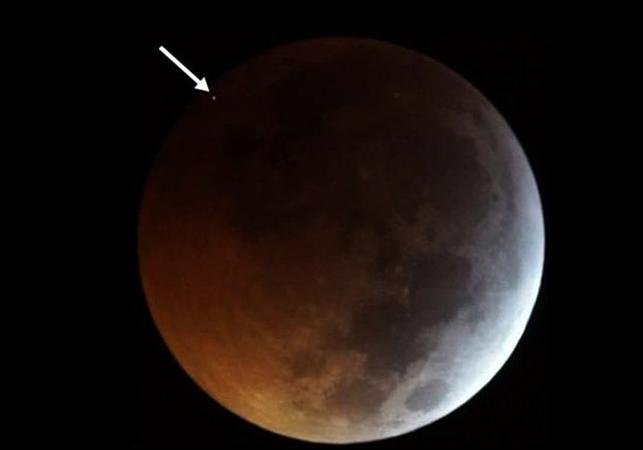 Метеорит на луну