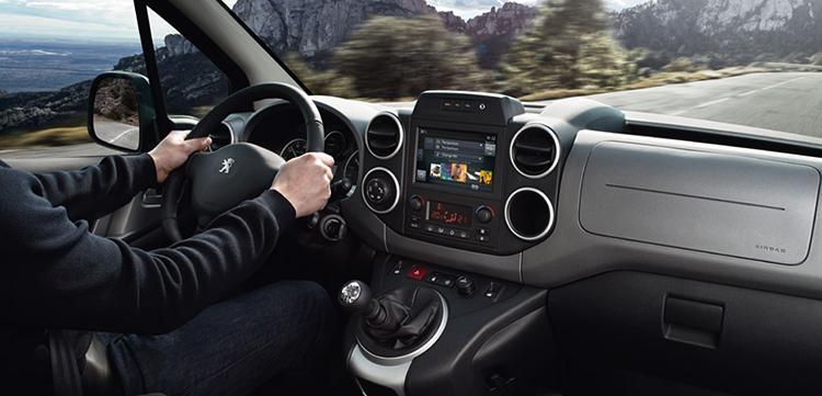 Интерьер Peugeot Partner