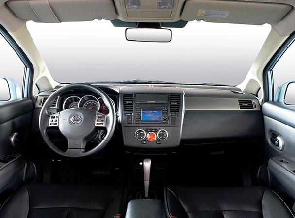 Салон Nissan Tiida