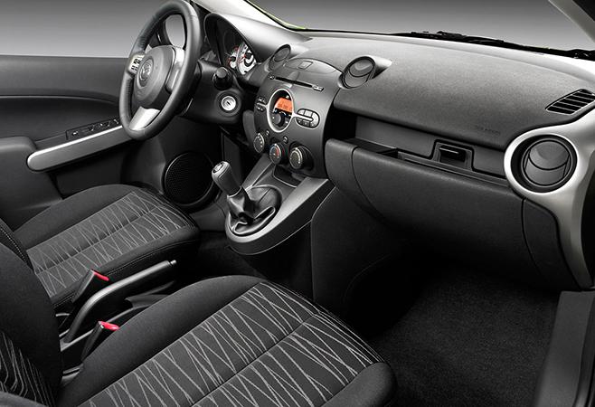 Салон Mazda Demio