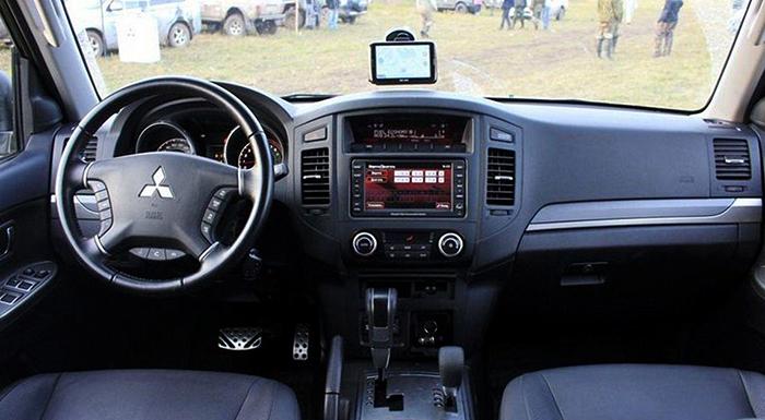 Салон Mitsubishi Pajero 4