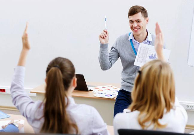 Студенты и преподаватель