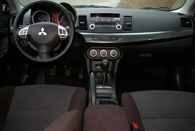 Салон Mitsubishi Lancer